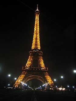 Paris: Eiffelturm bei Nacht
