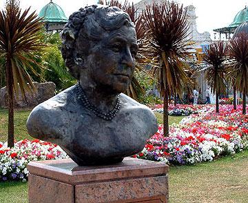 Agatha Christie Büste in Torquay