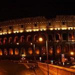 beleuchtetes Kolosseum bei Nacht