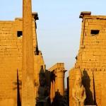 Eingang zum Luxor Tempel mit Obelisk