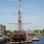 Flying Dutchman: Restaurantschiff mit Terrassenfloß