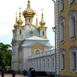Peterhof: ein Kirchenflügel des Großen Palastes