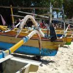 pittoreske Fischerboote am Strand auf Bali