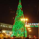 beleuchteter Weihnachtsbaum auf der Puerta del Sol
