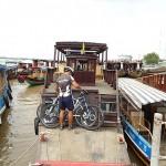 Fahrräder auf einer Mekong Fähre