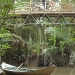 Mekong Nebenarm mit Sampan und Brücke