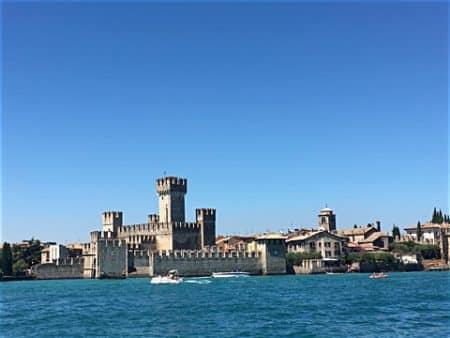Wasserschloss Sirmione im Süden des Gardasee